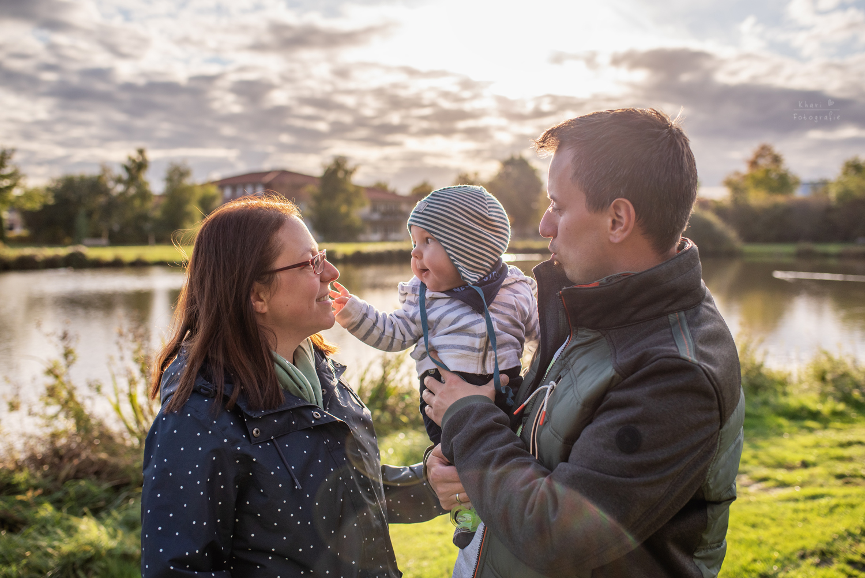 Familienshooting Lemwerder mit Baby am Teich