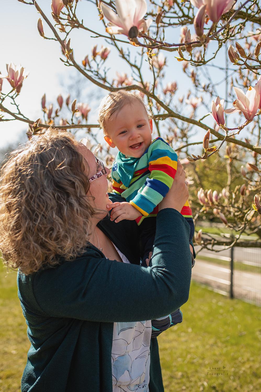 Familienshooting Nethen Magnolie Mutter Kind